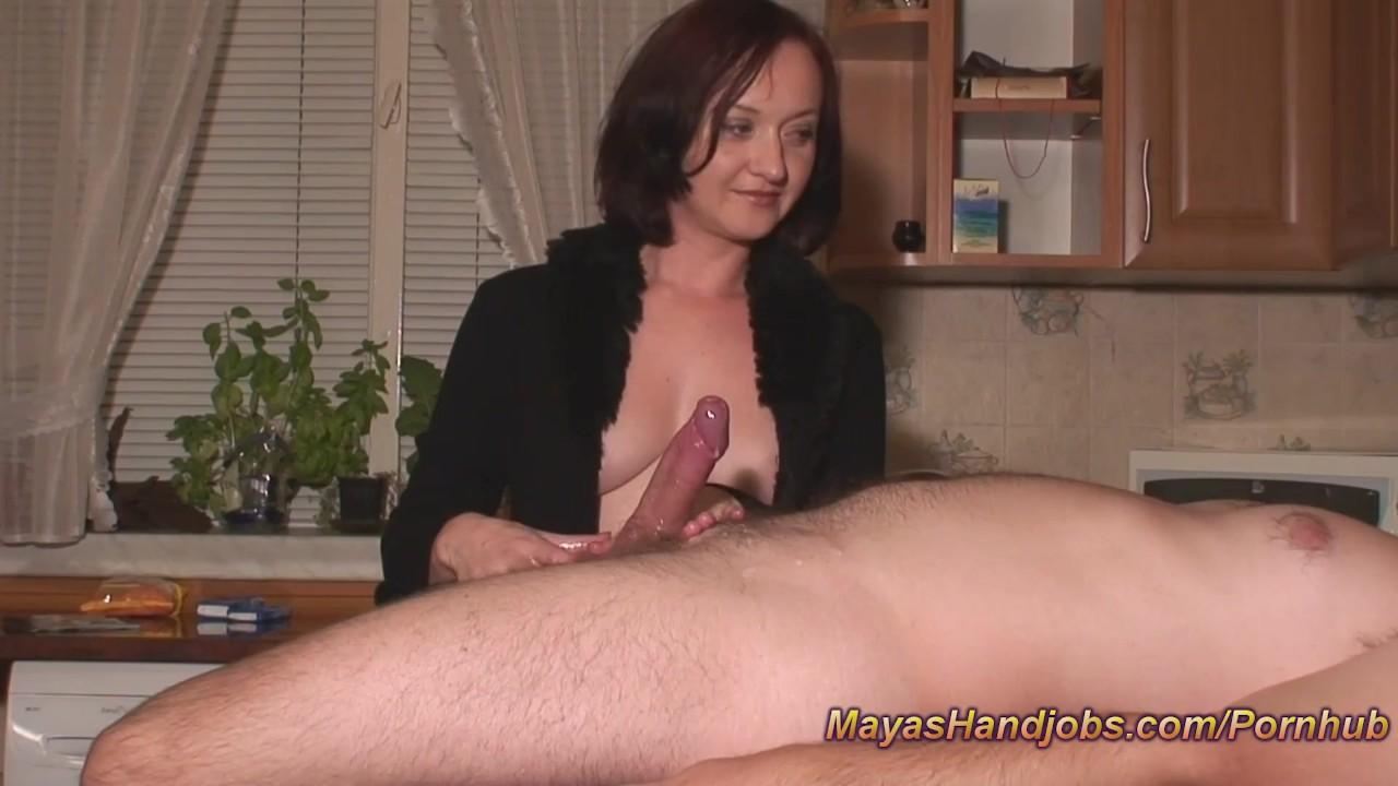 Жена азиатка дрочит мужу видео большие груди