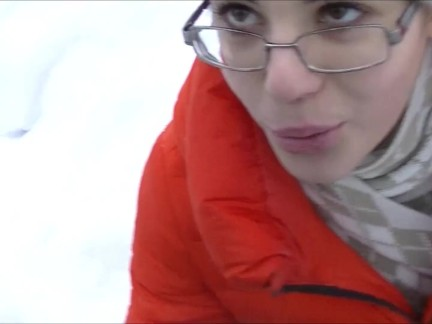 Глубокий заглот и кончил в зимний парк