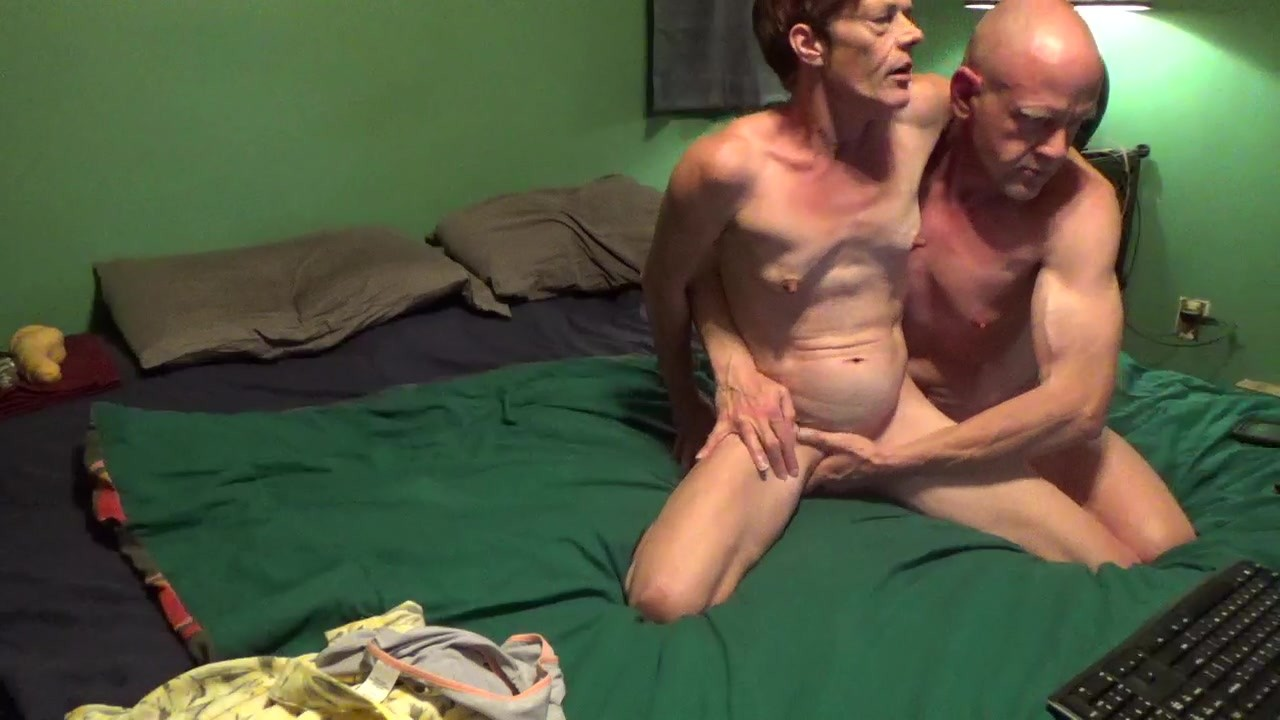Couple First Night on Chaturbate sucking big cock and fingering milf