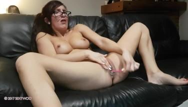 après une faciale elle jouit devant sa webcam/after facial cum on webcam