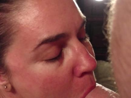 Бекки ПОРТной от первого лица любит сосать член и кончил на ее лицо