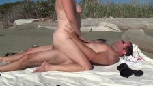 Sex on public beach - sexy outdoor MILF fucking