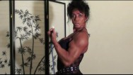 Mature natrual feminine bicep flex Bodacious biceps by fbb latia del riviero home workout