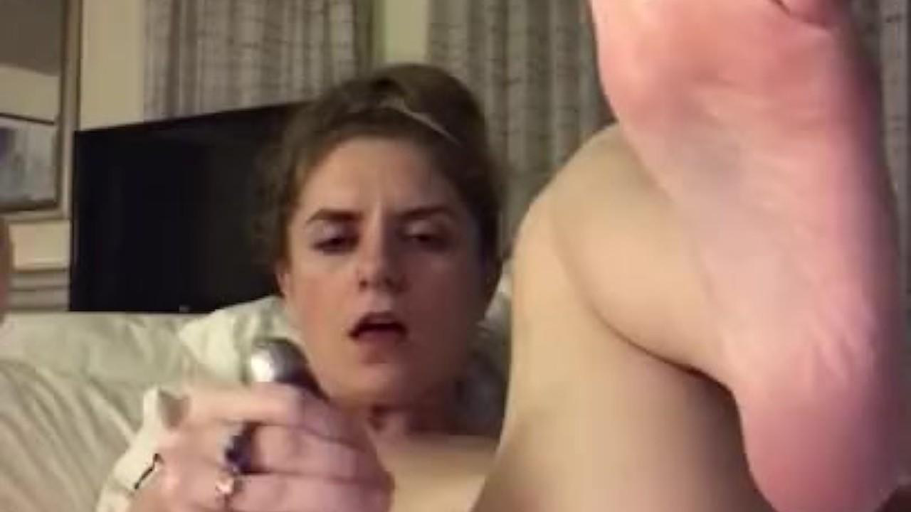Гостиничный номер мастурбация