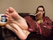 Classic foot fetish stuff: bedtime feet