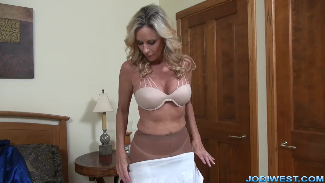 Milf Stepmom Jodi West Plays With Herself  Redtube Free