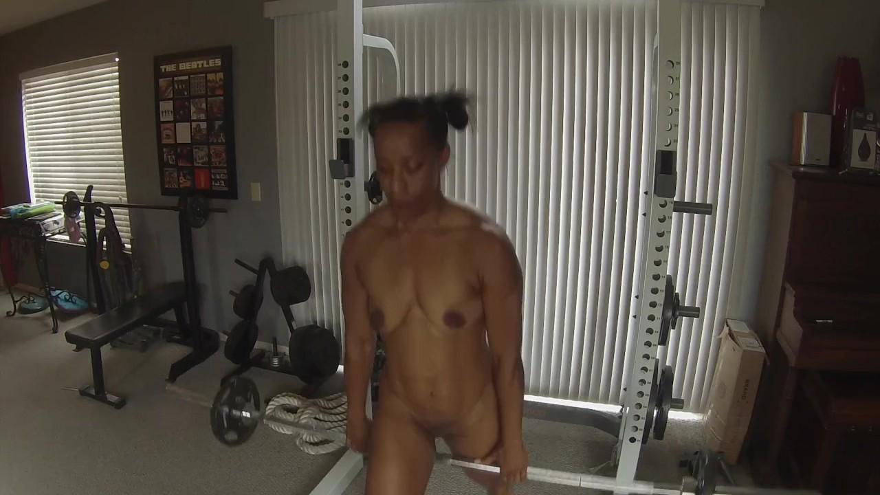 Негритянка фитнес детка умоляет для белый член сопляк от инструкция