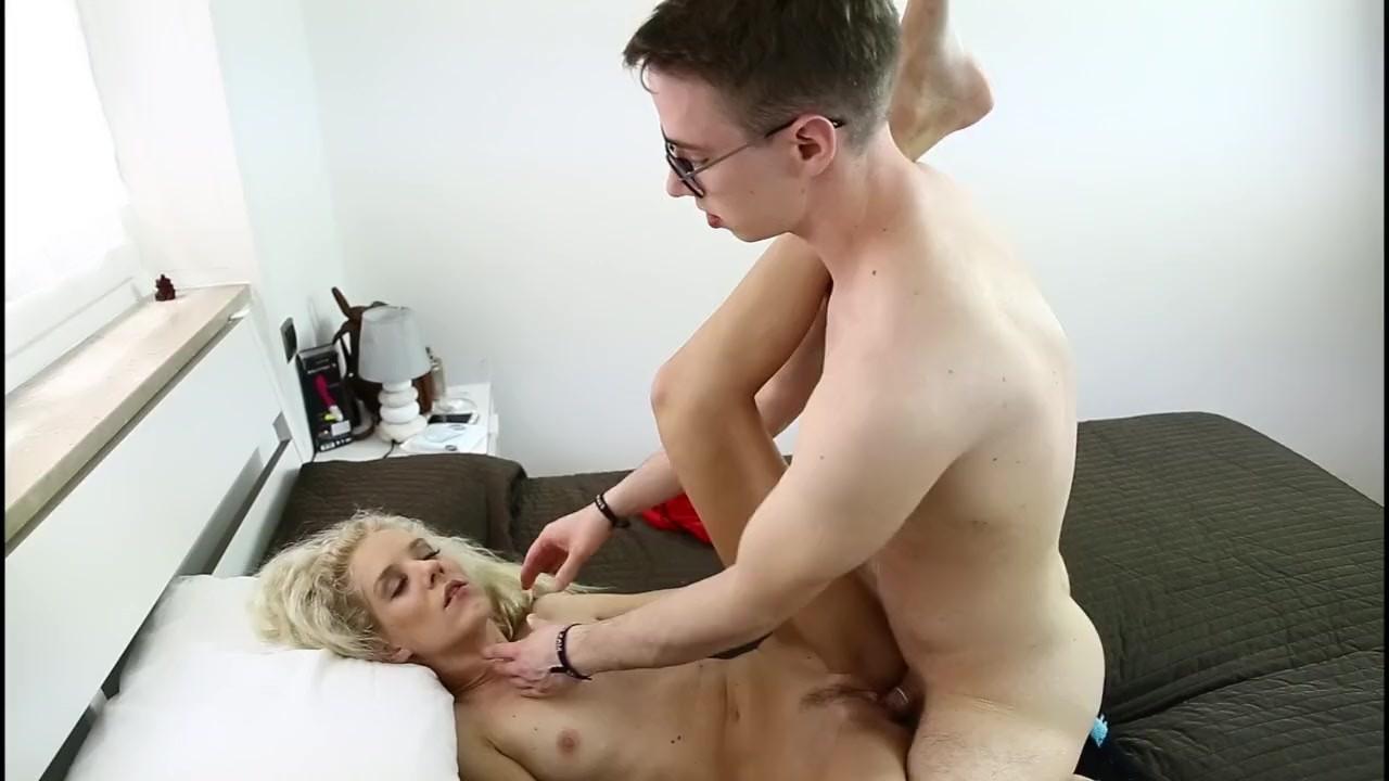 Max Felicitas scopa forte la pornoattrice Monique Woods sborrandola tutta