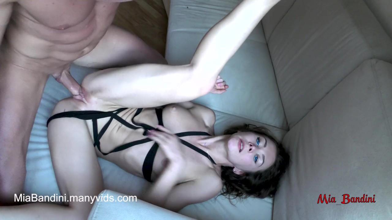 Реальный женский оргазм и страстный трахают с анальным, сперма в рот. миа бандини