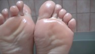 J nude p sole - I show off my sexy oiled soles and use them to make a cock cum with footjob