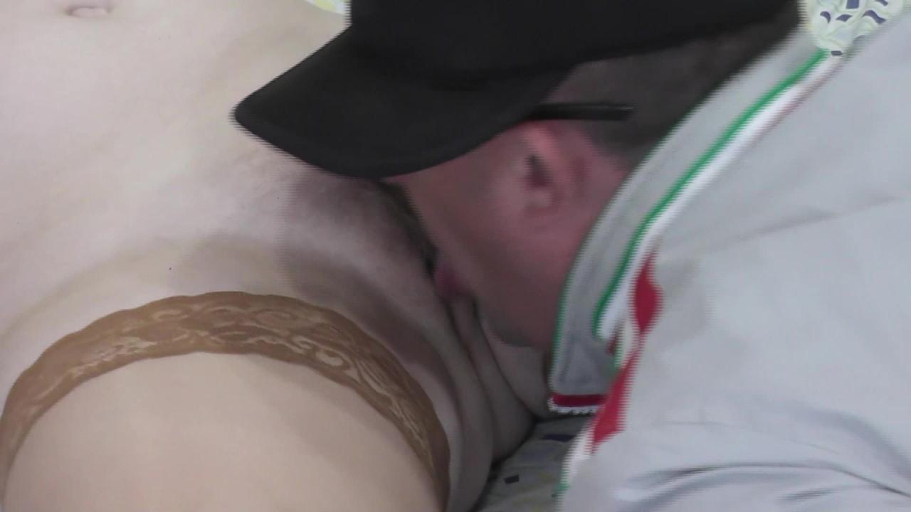 Киска лизать оргазм. брызги оргазма. сквирт. мокрая киска. язык в киска