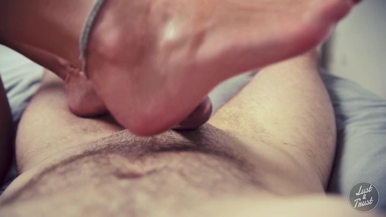 Маслянистая футджоб приводит к огромным взрывом спермы