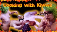 Eating bbw - Cooking with kiwwi and eating cum covered bacon