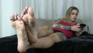 Sex sound and wavs Kleio valentien ignores you while she plays on her phone she waves her feet