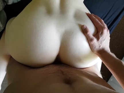 Trying to fuck her tight pussy quietly so her roommate doesn't hear