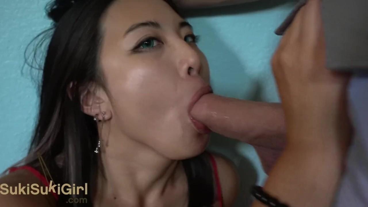 Трахают ее в ее красный ползунки! белый бизнесмен доминирует китайская девушка вмаф