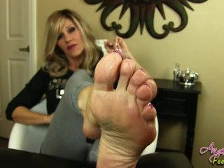 Nikki Ashton - Perfect MILF Soles Feet Jerkoff Instruction - JOI