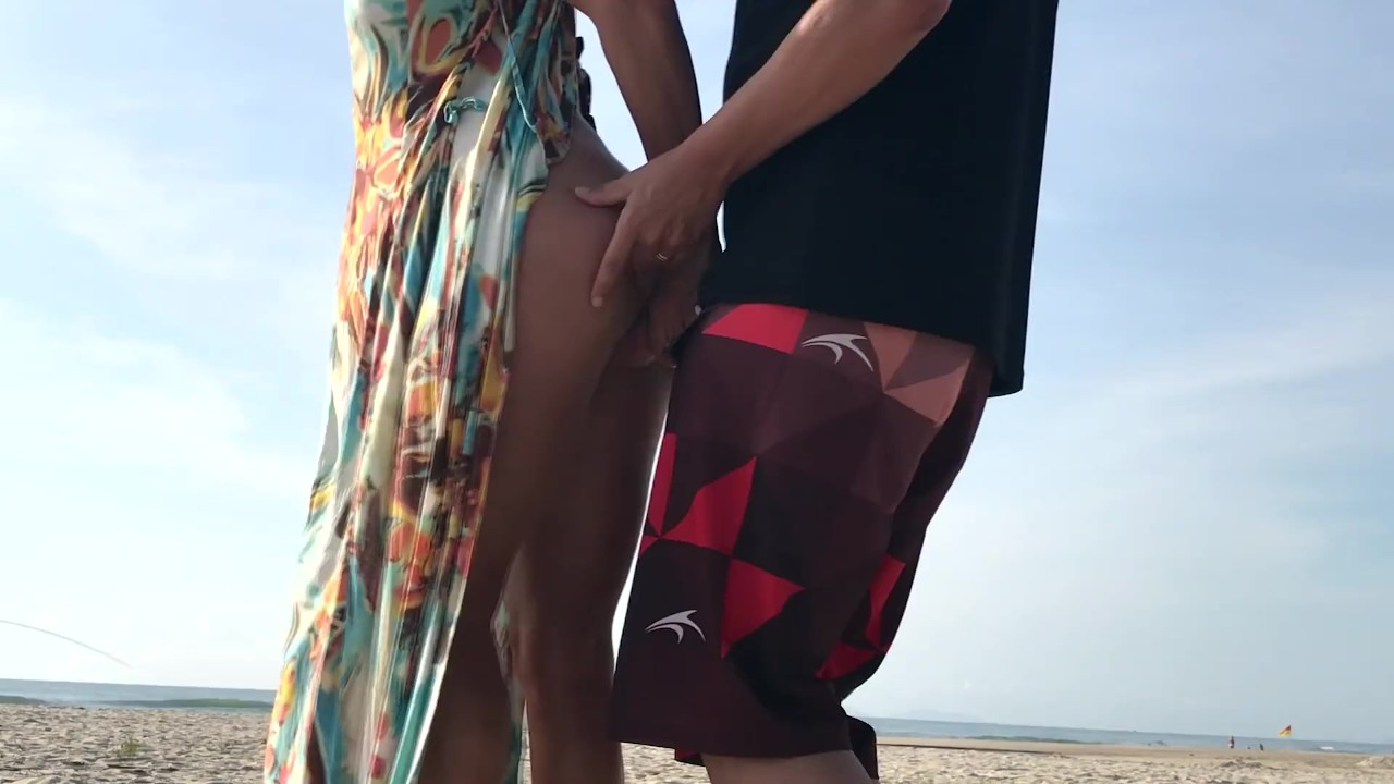 Реальные любительское на улице постоянный секс рискованный на в пляж!!! люди, идущие рядом