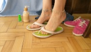 Latex paint feel sticky Foot show -- dry sticky cum on flip flops and painting toes bright green