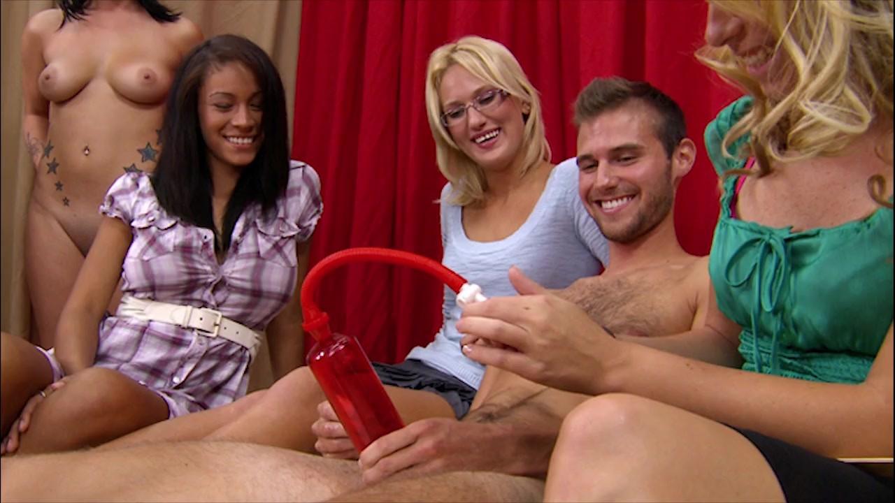 Hot women on her knees sucking dick