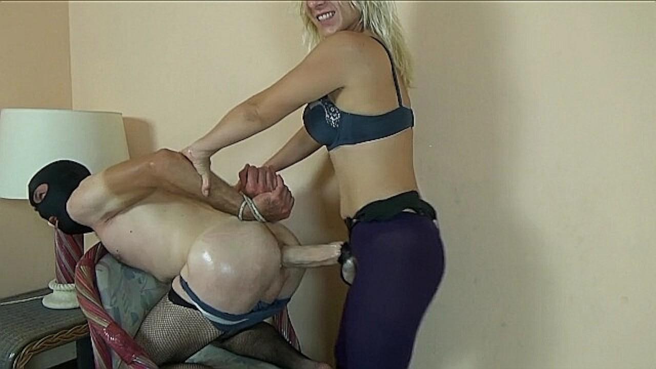 Попка порно видео блондинка страпонит парня знаменитости порно