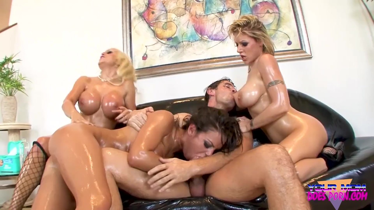 Yvette receives goldenshower and fucking