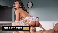 Female sex sponge - Brazzers - inked nurse karmen karma gives sponge bath with benifits