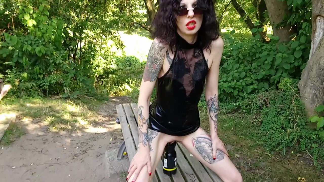 Huge bottle ride and fistfucking horny slut in a public park - RedTube