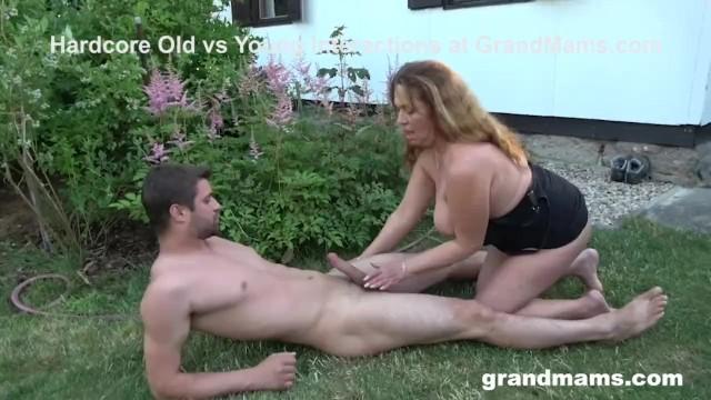 Gorgeous Granny Loves Sucking the Gardener