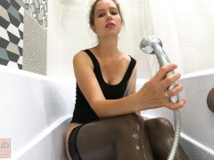 Milf In Stocking Makes Use Of A Humungous Fuck Stick In The Douche - Catherinerain