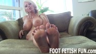 Teen totes Foot fetish and pov toe sucking videos