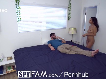 SPYFAM Panty Sniffing Step Bro fickt Stiefschwester