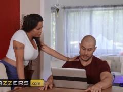 Brazzers - Fat Donk Cougar Julianna Vega Receives Massged Through Junior Man