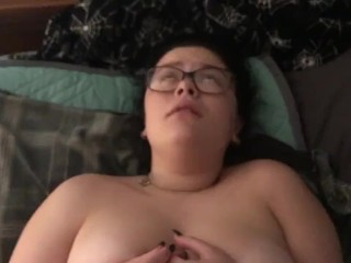 POV Young Girlfriend Gets Fucked & Creampie on Squeeky Bed