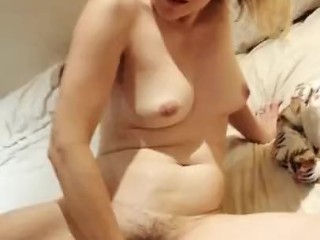 Sexy Lizzy Fisting and Masturbating her Naked Pussy for all to see Homemade