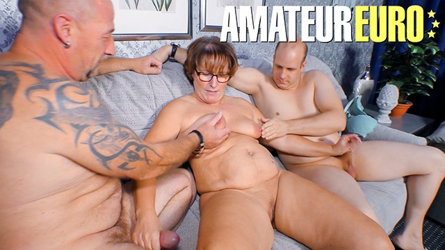 Reife Swinger - Homemade Amateur Swingers Wife Sharing Hot Threesome