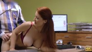 Snatch fucking Loan4k. isabella le da a su snatch afeitada por follar para