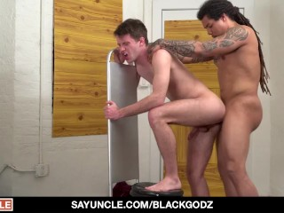 Frat Boy Takes Raw Anal Fucking From BBC Hunk