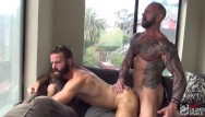 Gay bukkaka Hot muscle daddy feeds hungry bottom with his big cock