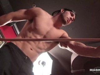 Maskurbate – Hot Muscle Hunk Shows Off & Masturbates In Male Strip Club
