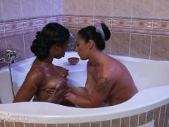 Momxxx Ebony Uk Honey Lola Marie Moist Muff Munching With Stunning Milf Terra Twain
