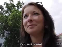 Hunt4k. Jolie Jeune Fille Avec De Beaux Seins Naturels Rend Le Chasseur Heureux