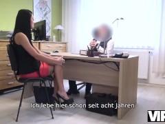 Vip4k. Entzückendes Russisches Mädchen Reitet Schwanz Des Kreditagenten In Seinem Büro
