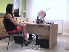 Loan4k. Super-cute Fille Russe Chevauche La Sting D'un Agent De Crédit Dans Sonny Bureau