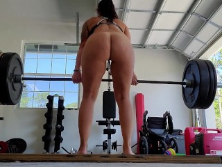 Fit milf Max's out her deadlift in the gym nude. Putting on a show for the neighbors.