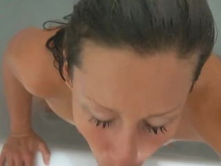 SLUTTY CHEATING GIRLFRIEND SUCKS A HUGE COCK IN BATH TUB