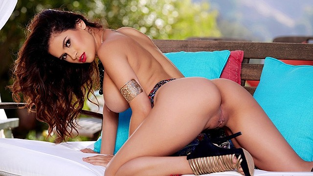See Vanessa Veracruz masturbating in a beautiful lanai location