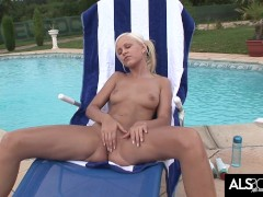 Lola Myluv Oils Up in the Sun to Work Her Shaved Pussy