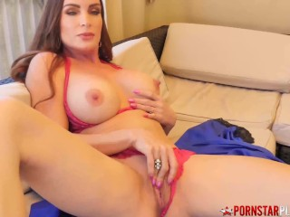 Top Class Mom Uses Dildo On Her Pussy