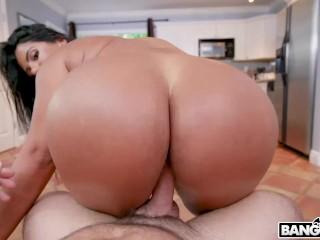 BANGBROS – Curvy Latina MILF Rose Monroe Looking Mighty Fine Getting Fucked On AssParade